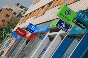 oficinas de bancos y oficinas de cajas de ahorros