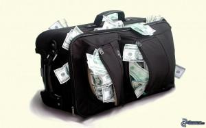 bolsa-de-viaje,-un-monton-de-dinero,-dolares-166256